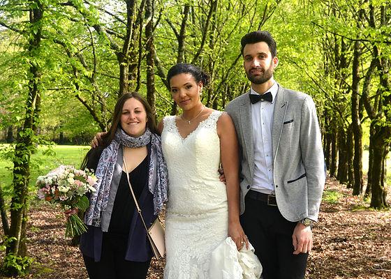 Eva organisatrice de mariage et un couple de mariés Wedding planner Nantes R'eva deux